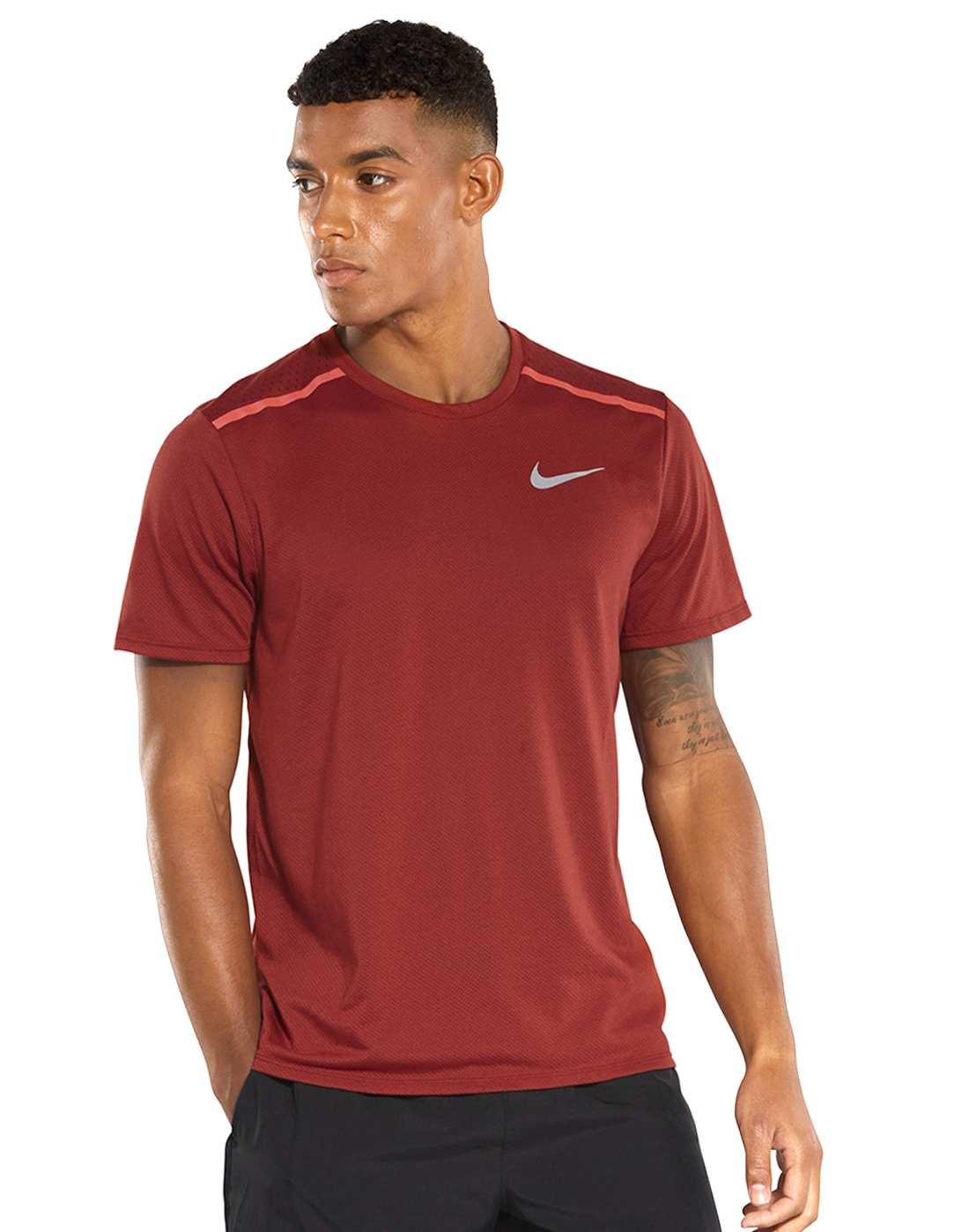 4a8ab358a Men's Red Nike Breathe Rise 365 T-Shirt | Life Style Sports